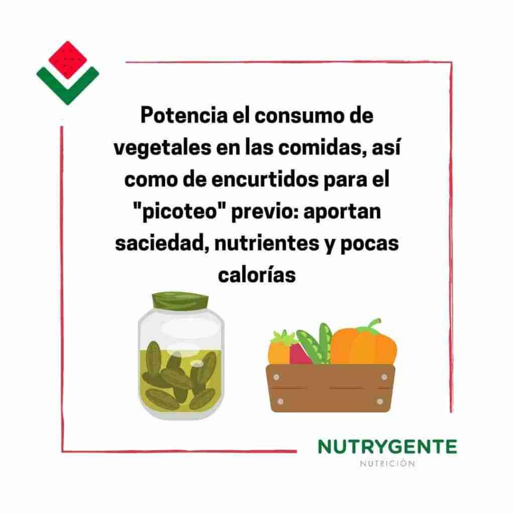 Debemos incluir encurtidos y vegetales al comer fuera de casa para evitar engordar